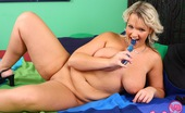 Young Busty Scarlett Chubby Busty Teenage Hottie Pets Her Young Soaked Snatch