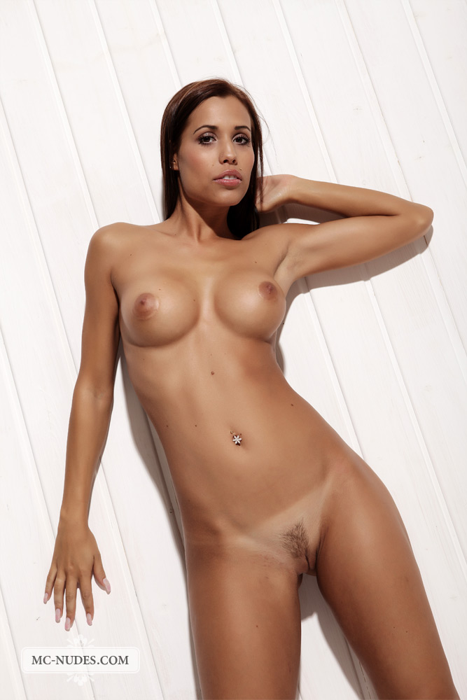 London nackt Laura  overview for