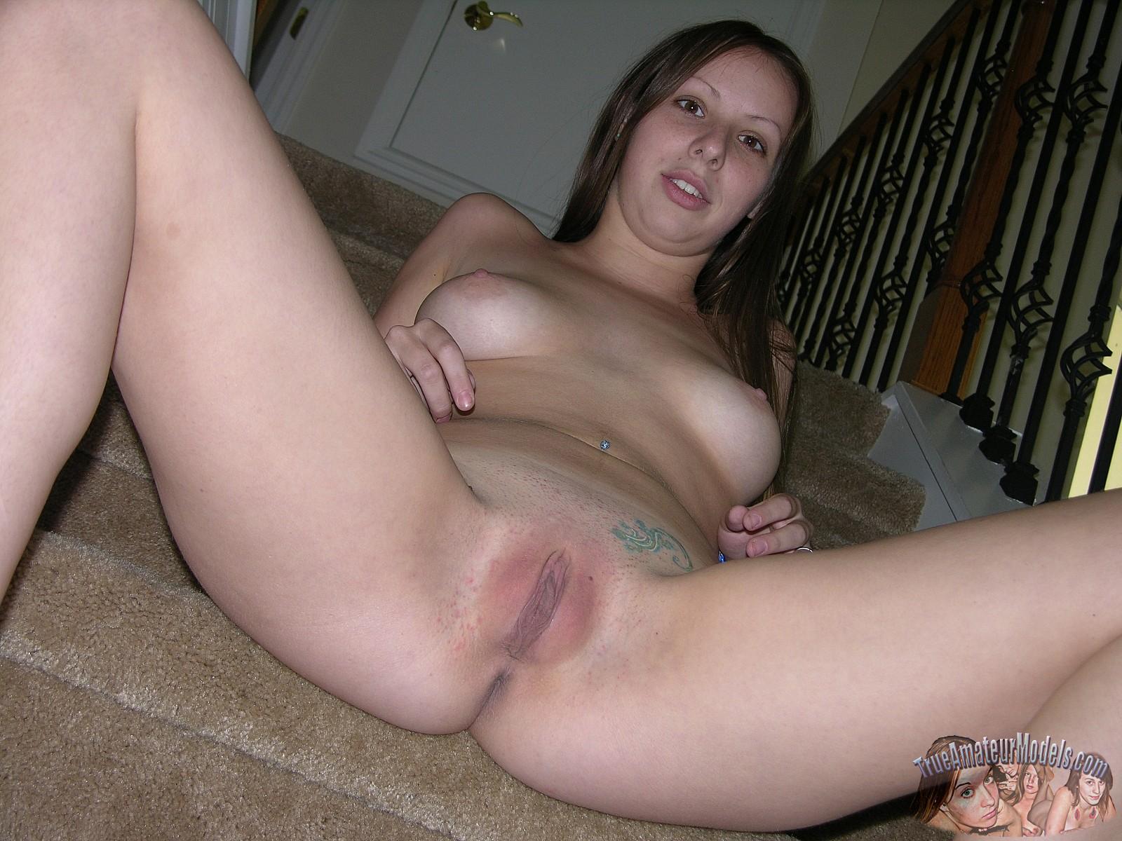 amatuer brunette spreading pussy