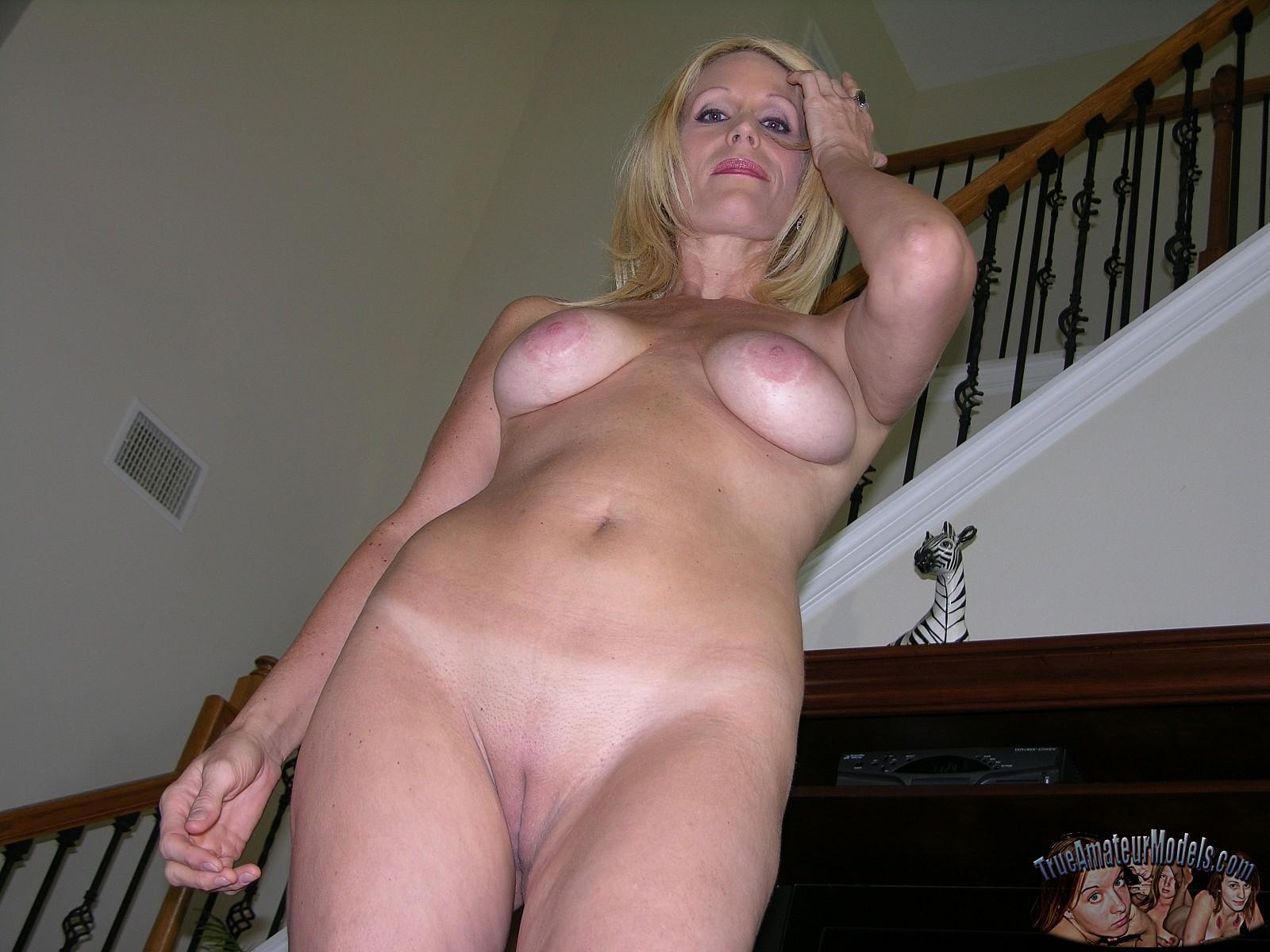 Hairy nude slut movies