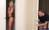 My Friend's Hot Mom Emma Starr Emma Starr Has Hot Sex With One Of Her Sons Friends And Loves Being Fucked On The Ground By Him.