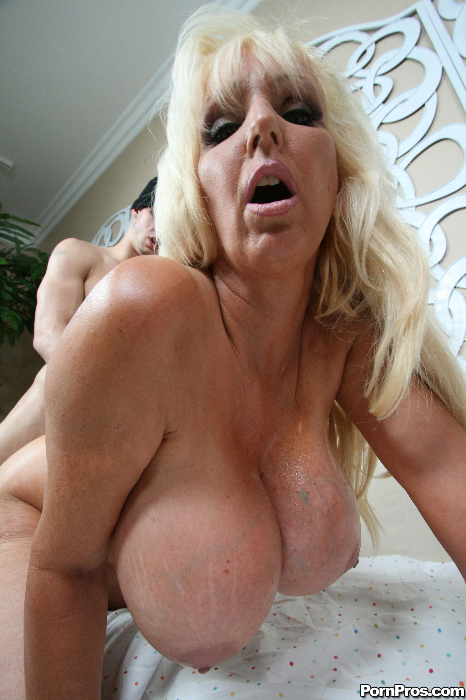Way take tia gunn at freaks of boobs damn hot! You