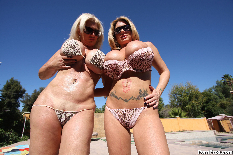 Шлюхи в бикини 25 фотография