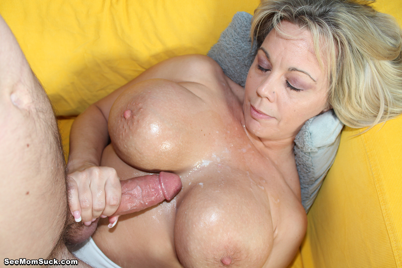 Mature sucks cock (cumshot)