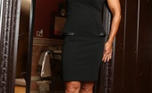 Aziani Iron Elisa Ann Sexy Elisa Ann Strips Off Her Sexy Black Dress And Shows Off Her Big, Strong Body.