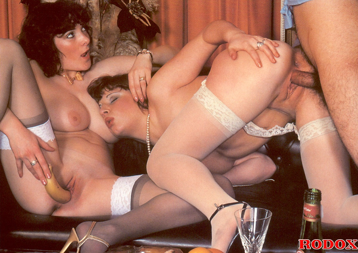 Hot redhead licks reclining brunette039s shaved cunt - 1 2