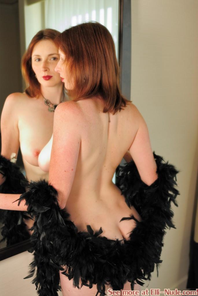 Elli Stark  nackt