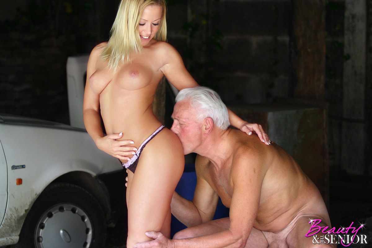 25year old hottie takes a gooey double facial 6