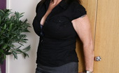 Mature.eu Hot British Housewife Getting Ready To Be Naughty