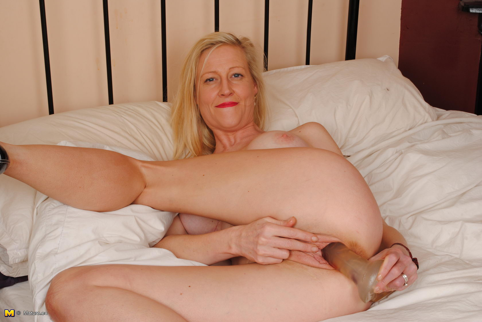 Photos Anilos Janet Anilos Janet stretches her mature pussy lips far and  wide offering an inside look at her snatch Views: 1,096