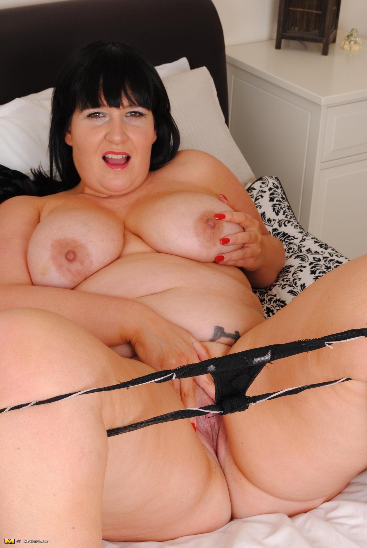 big booty nackt mom