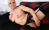 Mature.eu This Mature Slut Loves To Play With Her Pussy