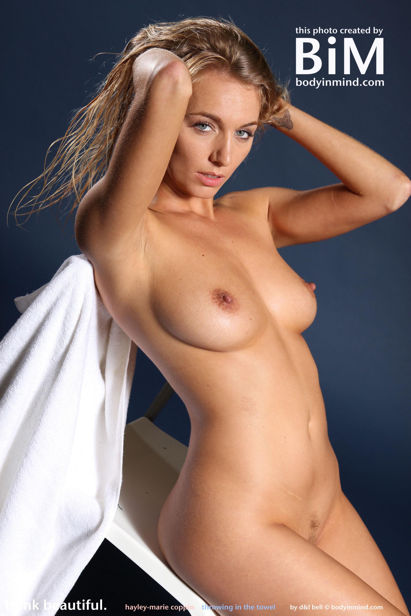 Hayley Pearce  nackt