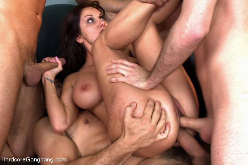 Порно звезда гангбанг фото 20-124