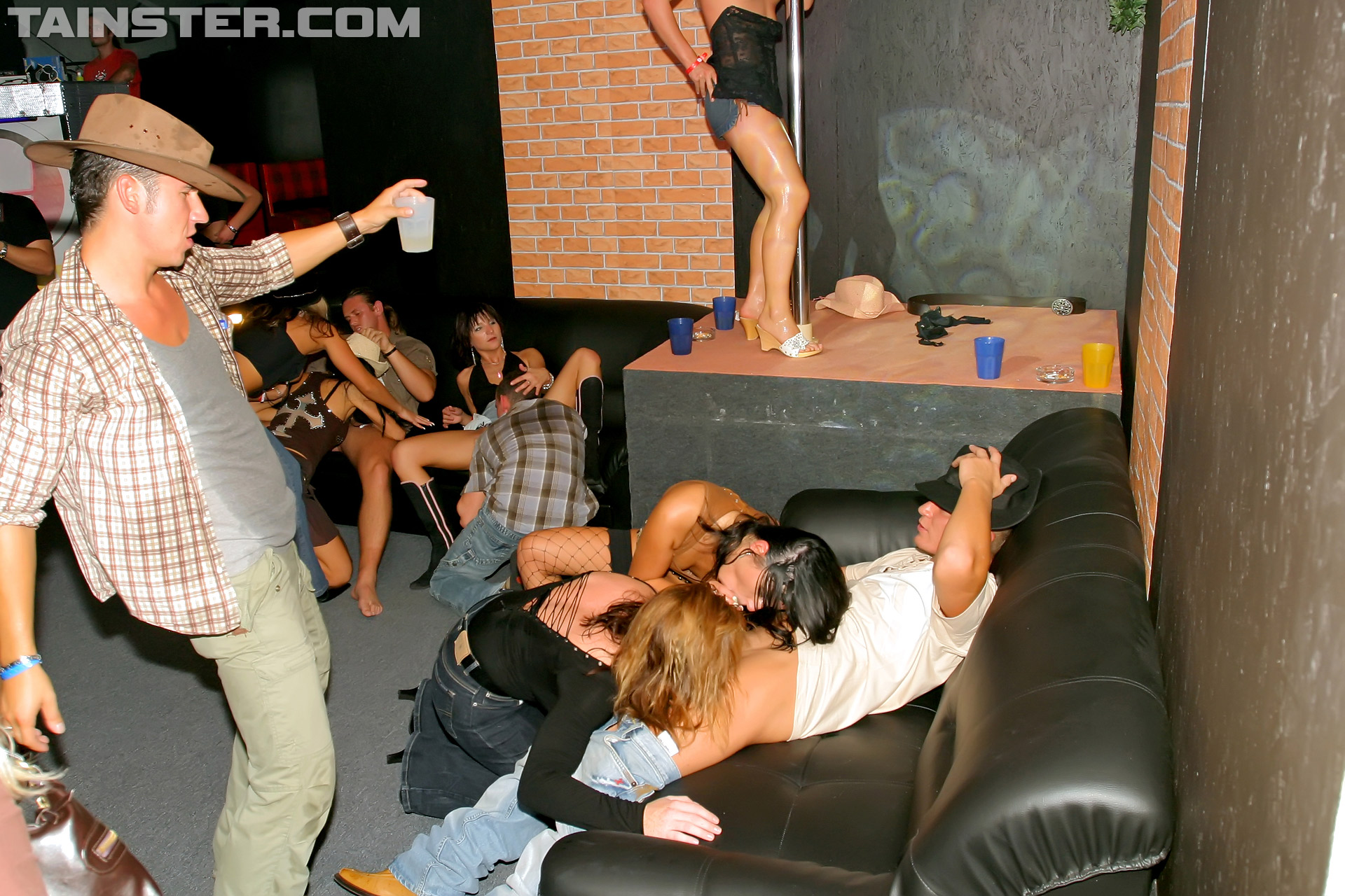 Lesbians doing cunnilingus