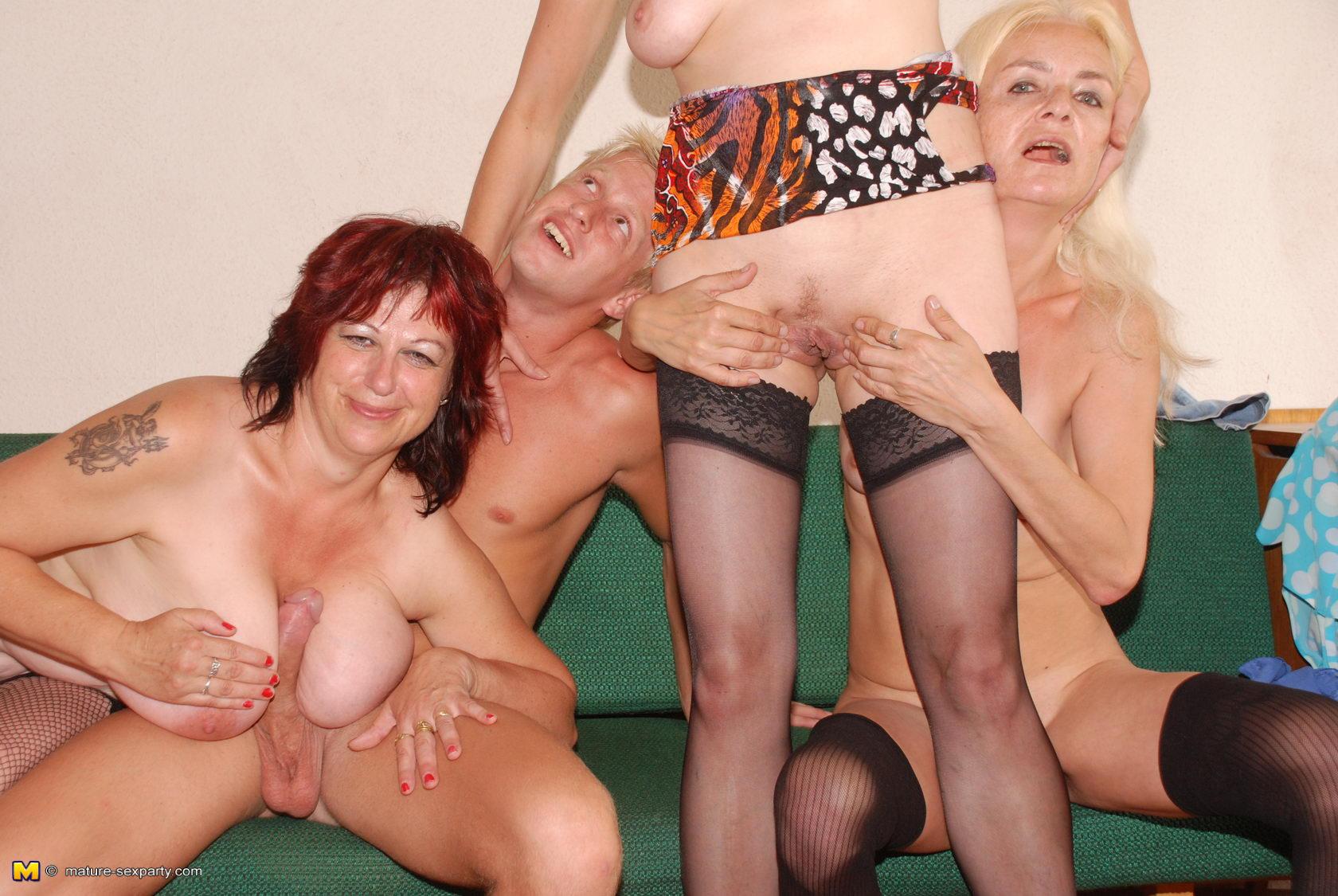 Footsie Girls Use Strapless Dildo