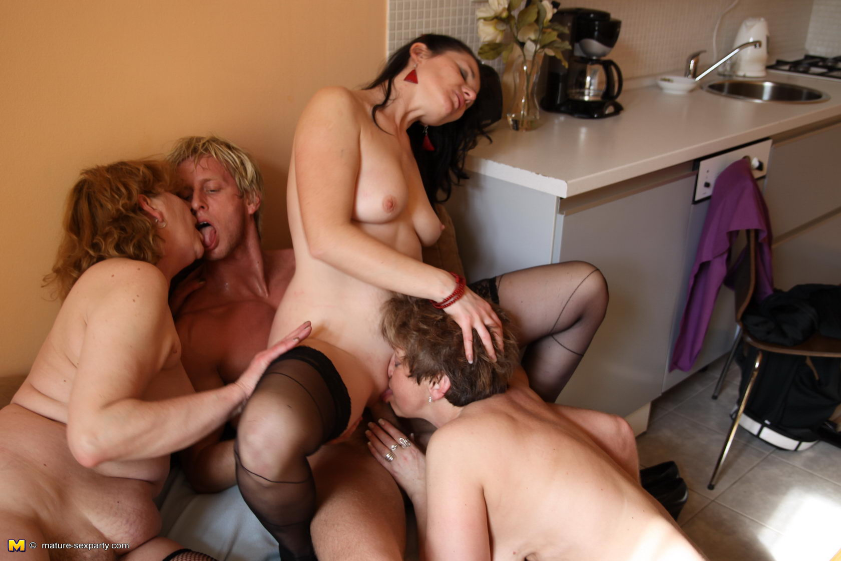 Чуть подумал, секс видео зрелых групповух