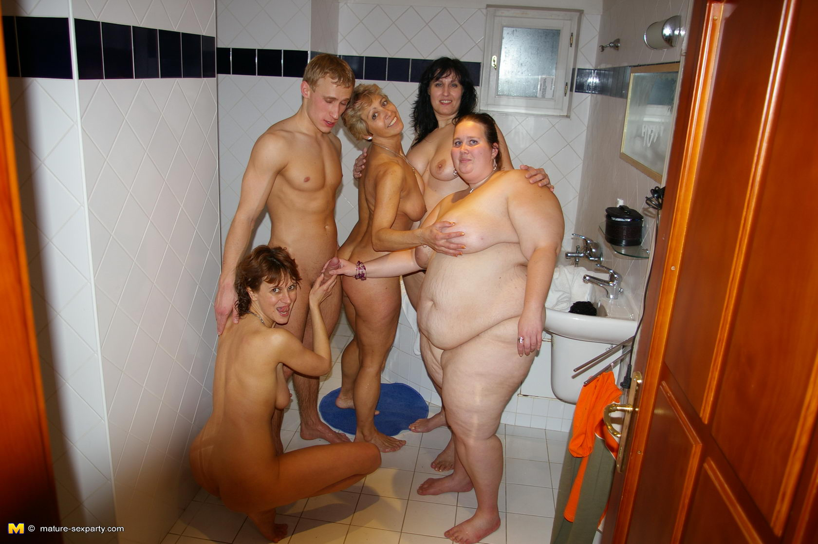 Mature bbw fuck party