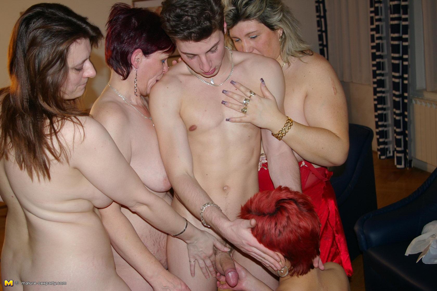Фото порно с мамиными подругами 24 фотография