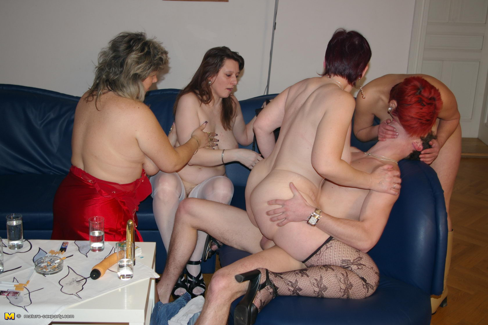 Фото секса с маминой пожругой 6 фотография
