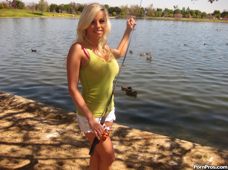 Britney Amber Och Den Blonda Tik - Gratis Porrfilm