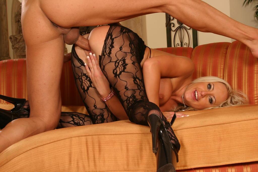 Hot busty blonde blow job