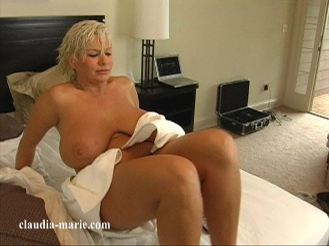 Nackt Claudia Davila  SOLO @