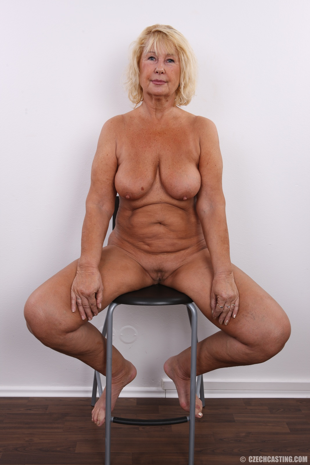 Зрелые тетки на порнокастинге