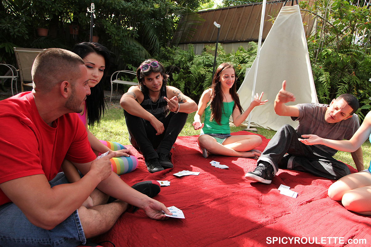 Backyard poker party turns into foursome 2