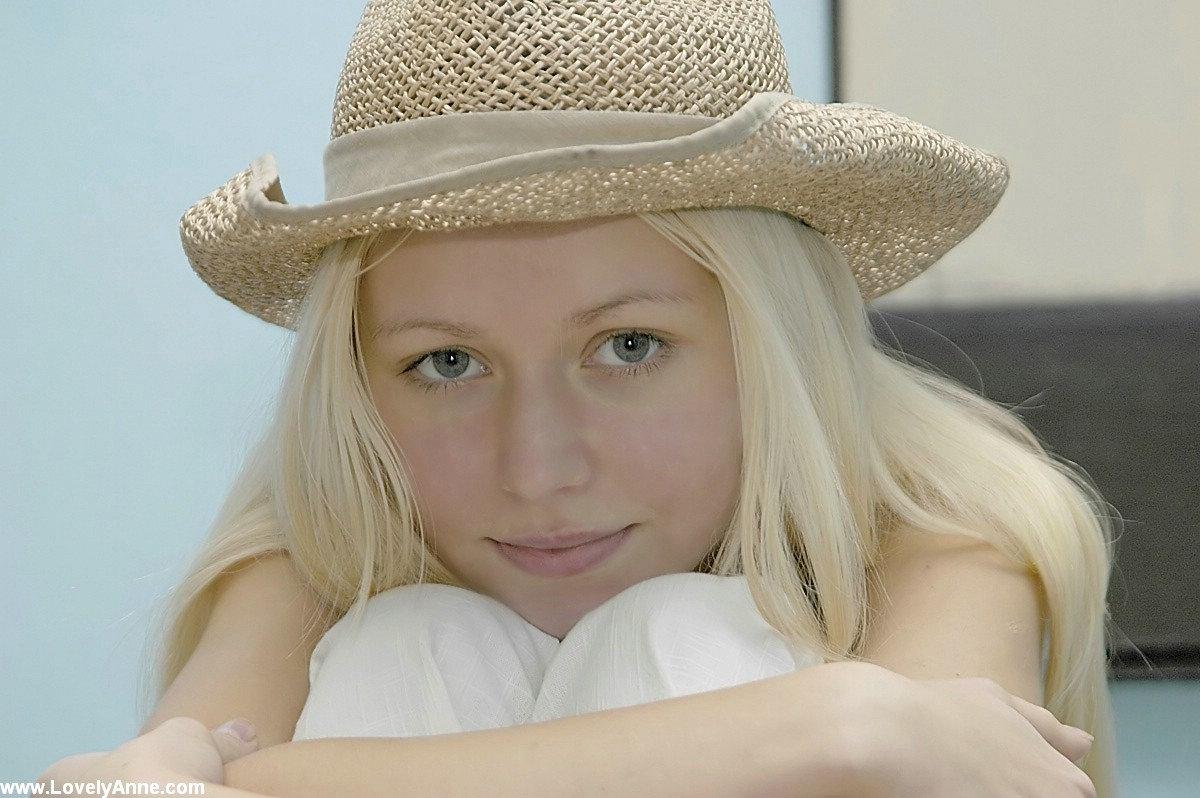 Anne nackt Andersen Celebrities and