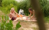 Beach Hunters River 3-Some Spied Spied-Out Fucky Babe Enjoys Having Oral Sex With Two Guys Riverside