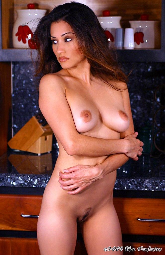 Yvette Lopez  nackt