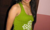 Manila Amateurs Liza Jeans Liza In Jeans And T-Shirt
