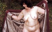 UK Flashers Chubby Mature Woman Showing Her Body In The Wild