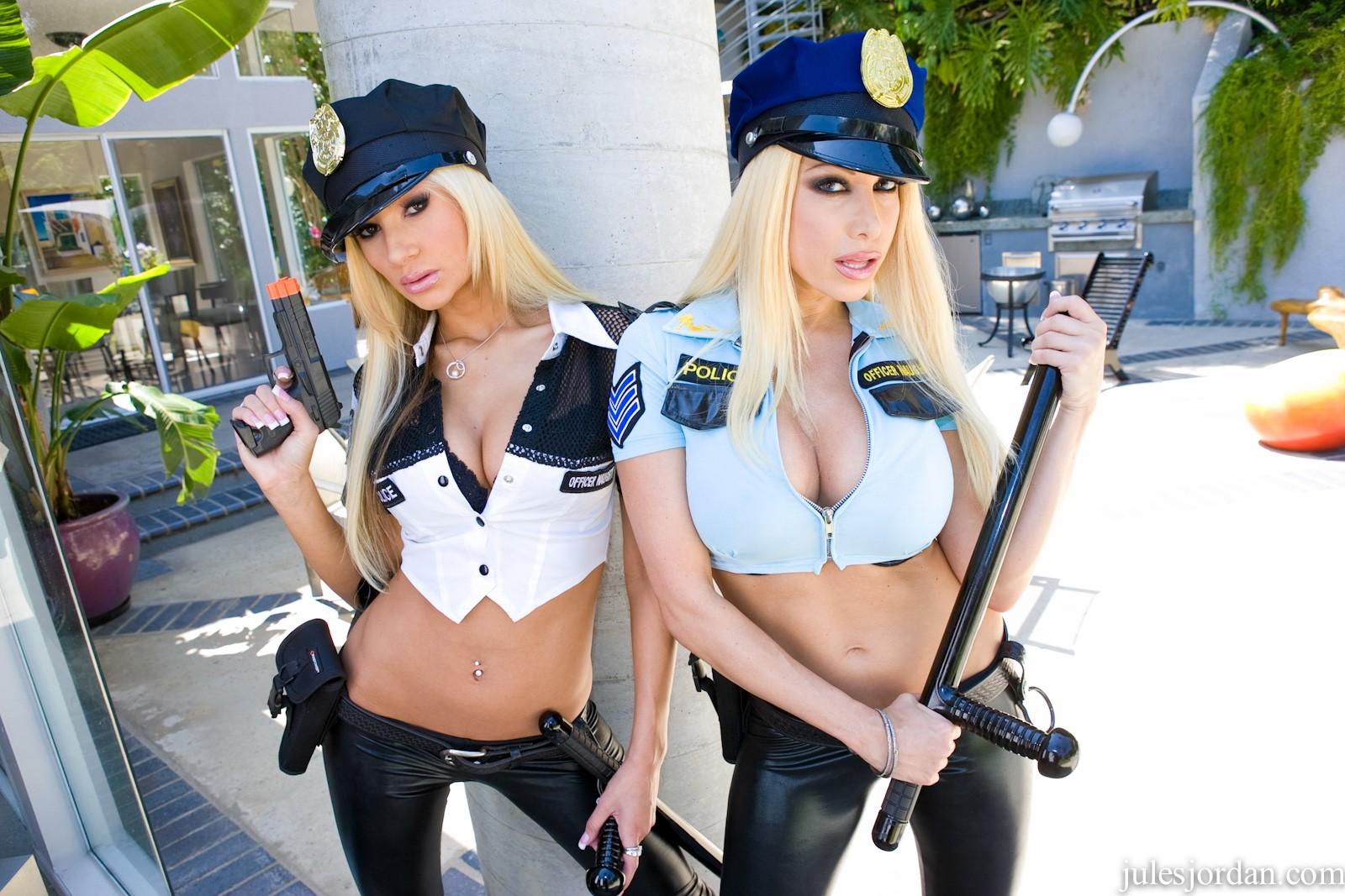 Секс красивая девушка полицейский 8 фотография