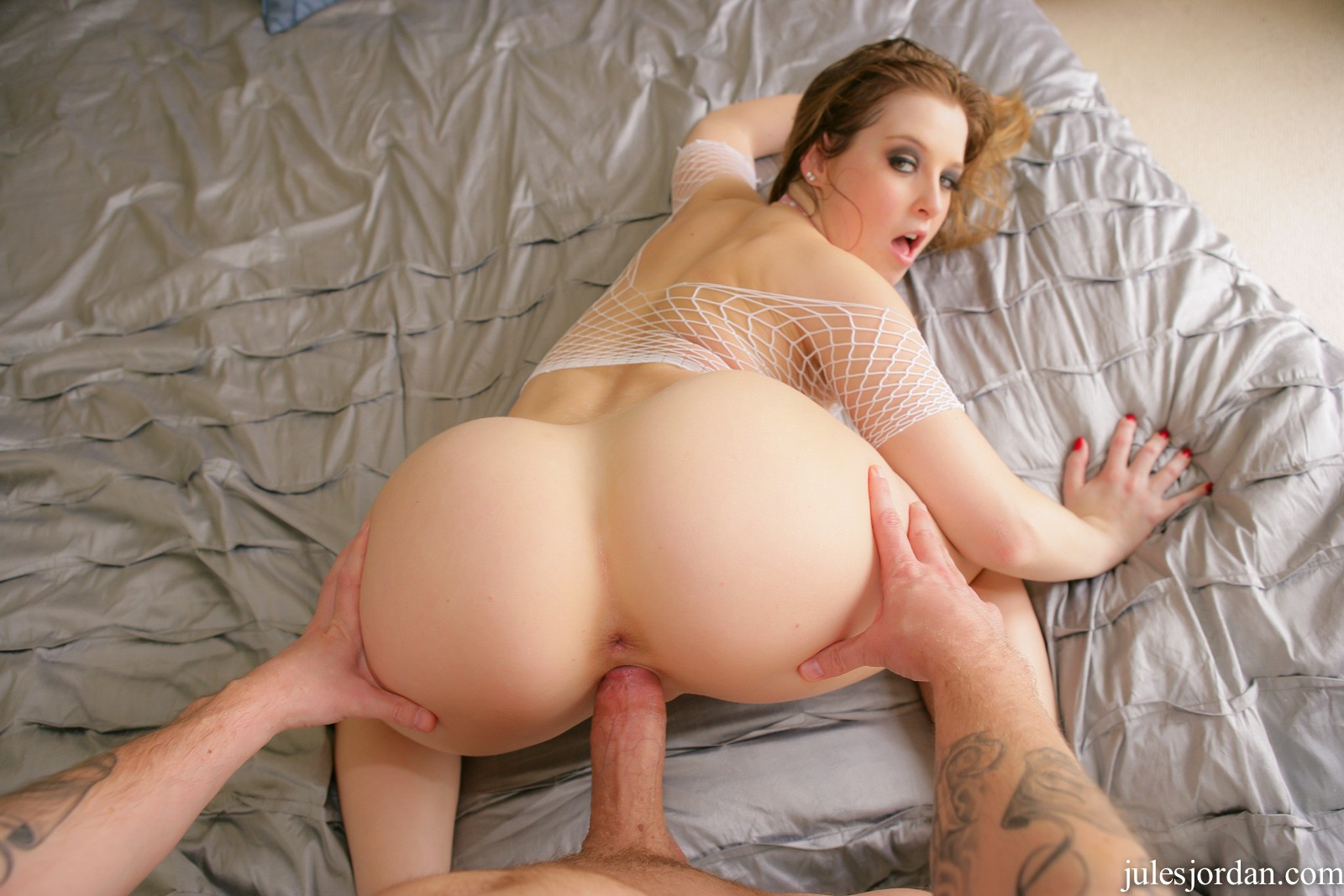 Horny sunny lane gets frisky in the back seat 4