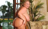 Plumper Pass Sienna Hills Sienna Hills Knows How To Treat A Big Black Dick To Some Fun!