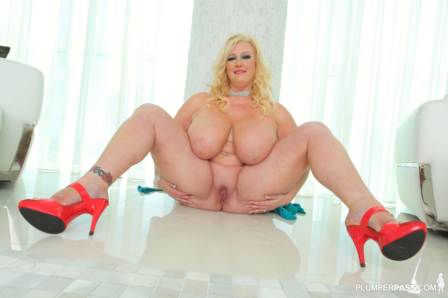 Bbw zoey andrews on the prowl 1