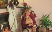 Boys Love Matures Silvia & Mike Awesome Mature Chick Getting Her Meaty Muff Exploited By Young Hung Worker