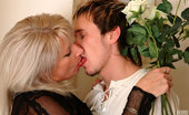 Boys Love Matures Jessica Sizzling Hot Mature Chick Savors Wild Muff-Diving Aching For Gooey Dicking