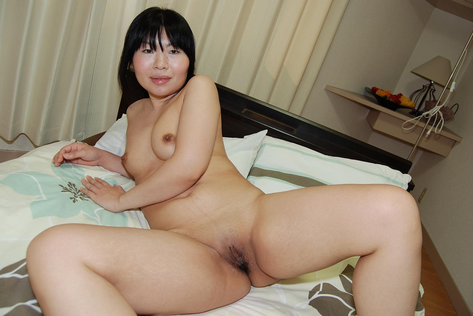 Amateur asian milf and her toy