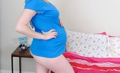 Preggo Tegan 39 Green Top Pics 301199 Tegan Is On Alone Wuth A Dildo Home Alone Entertains Herself With A Small Dildo