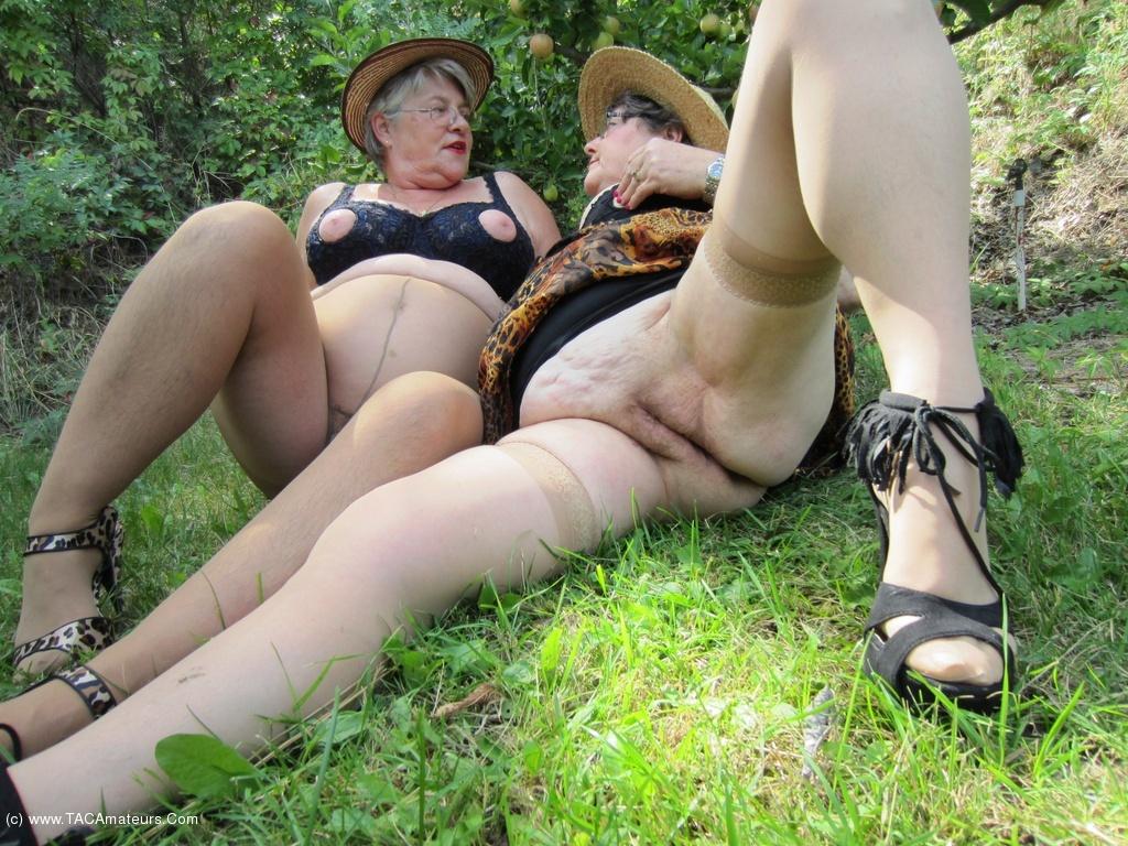 TAC Amateurs On The Prowl Girdlegoddess And Mistress Sue A ...