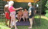 TAC Amateurs Garden Orgy I Was Visiting Claire, Speedybee And Kim On A Warm Summers Day, As We Chatted In The Garden Two Gardeners Arrived To Cut