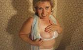 TAC Amateurs Tied Tits Pt1 Meine Titten Sind Gebunden...Heies Gefhl Wenn Meinegrannytitten Aufquellen Wenn Ichsie Mit Meinem Halstuch Bindeund Mein