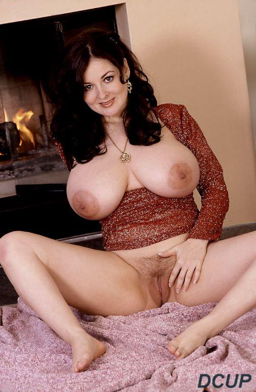 Lorna morgan plays with her big tits - 1 3