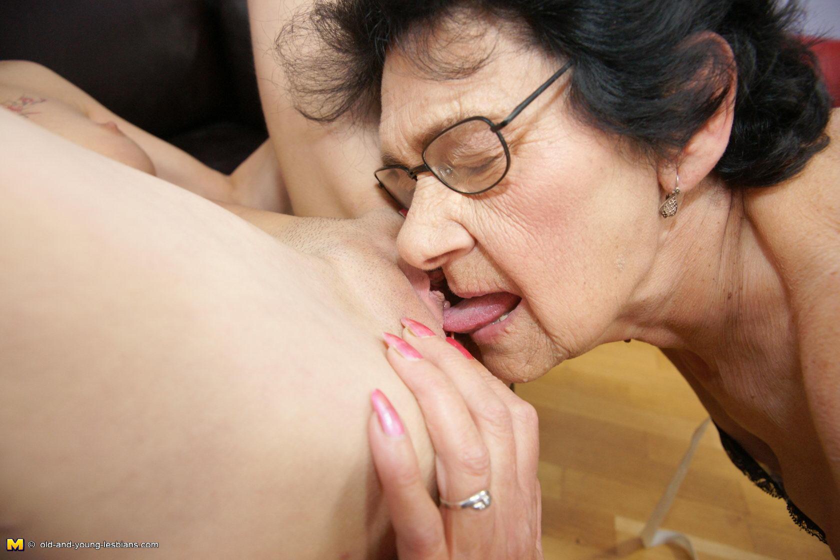 Big Booty Lesbian Pussy Eating