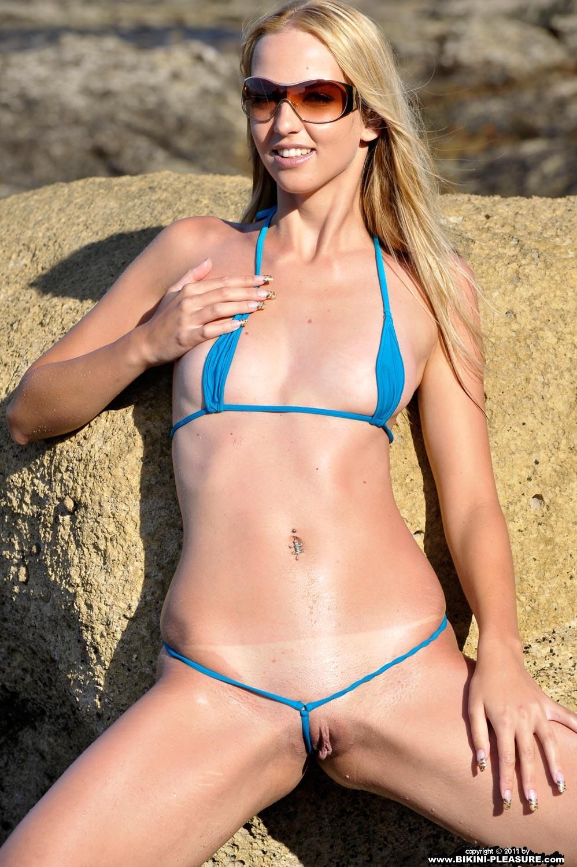 siri mollig bikini
