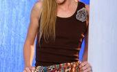 Stunners Erin Nicole Erin Nicole Invites You Under Her Skirt