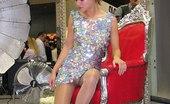 Upskirt Collection Amazing nylon knees upskirting